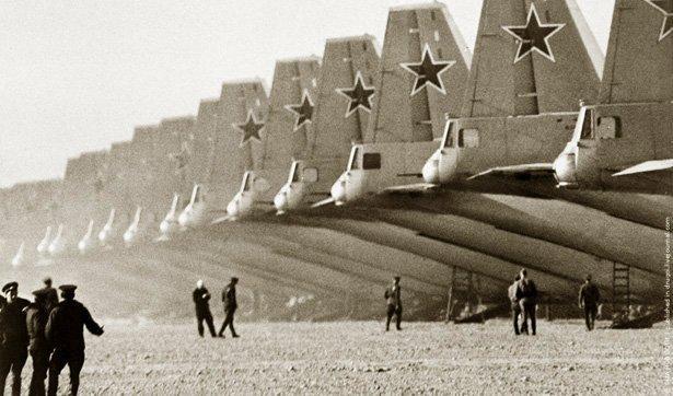 voenno-transportnye-samolety-na-letnom-pole ИДЕЯ ВЗАИМОДЕЙСТВИЯ С НАТО ИЗНАЧАЛЬНО ОШИБОЧНА Защита Отечества