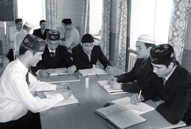 2534636-na-zanyatiyax-v-riu Обучение исламу и национальная безопасность Ислам