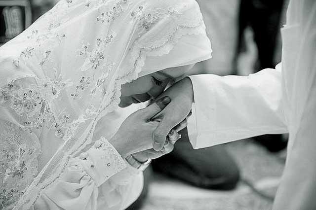 """3546364575 """"Ислам в Уфе"""" размышляет, должна ли жена прислуживать мужу? Башкирия Ислам"""