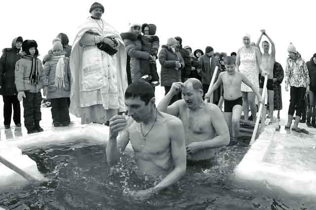 prazdnik-kreshheniya-gospodnya В Челябинске готовятся купаться на Крещение Православие Челябинская область
