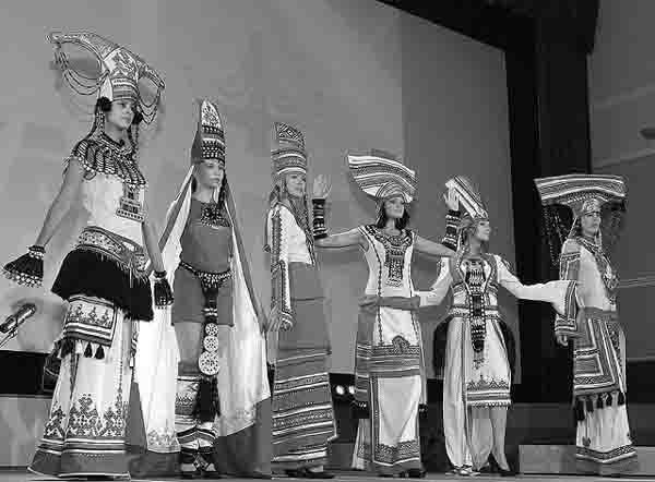 56364574 Госдума оценила национально-культурные объединения Удмуртии Народознание и этнография Удмуртия