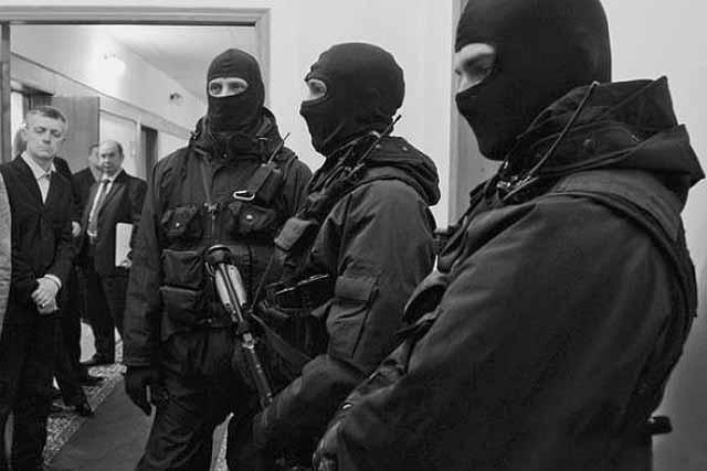 113551 Сотрудники УФСБ по Челябинской области изымают документы в администрации Аргаяшского района Люди, факты, мнения