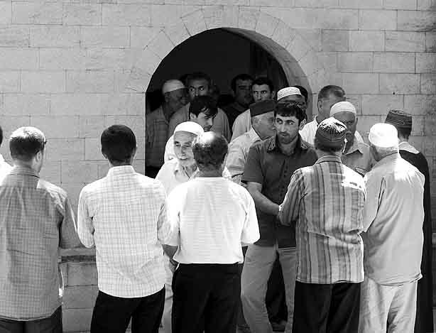 35235252356 Проверка посетителей мечети в Екатеринбурге отрядом ОМОН и ФСБ Антитеррор Люди, факты, мнения Свердловская область