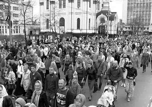 43636357 Пасхальный крестный ход в Екатеринбурге до Храма-на-Крови Православие Свердловская область