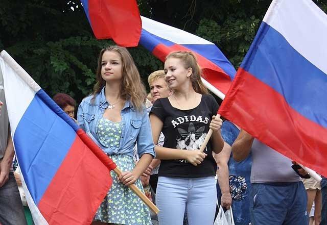 """-российского-флага Флешмоб """"Под флагом России"""" в Волгограде Люди, факты, мнения"""