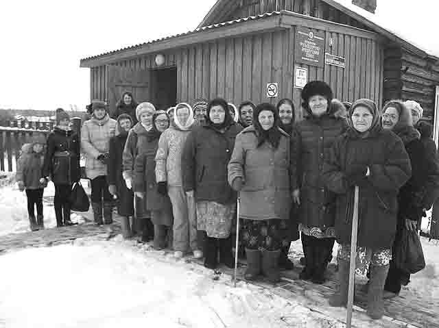 63747 В деревне Ваганова Пермского края старушки вышли на пикет Люди, факты, мнения Пермский край Посреди РУ