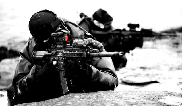 44433 Польский эксперт: в России оружием увлекается каждый мужчина Антитеррор Защита Отечества