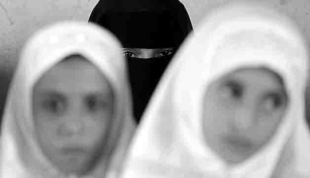 8880009 Можно ли вопрос ношения хиджаба в школе отдавать регионам? Анализ - прогноз