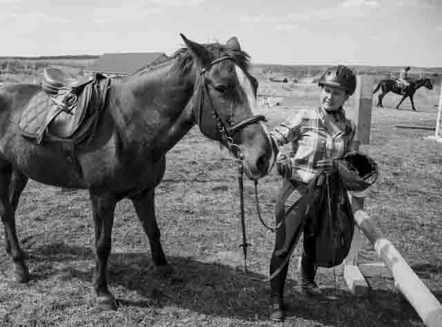 875 Конный клуб в селе Старая Бинарадка Самарской области Посреди РУ Самарская область