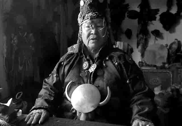 shamany-tuvy Российские шаманы грозят священными стрелами Защита Отечества