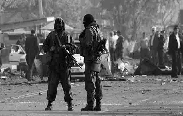 terroristy-v-dagestane В селе Эндирей группа антитеррора штурмует дом с боевиками, которыеотказались сдаваться Антитеррор Люди, факты, мнения
