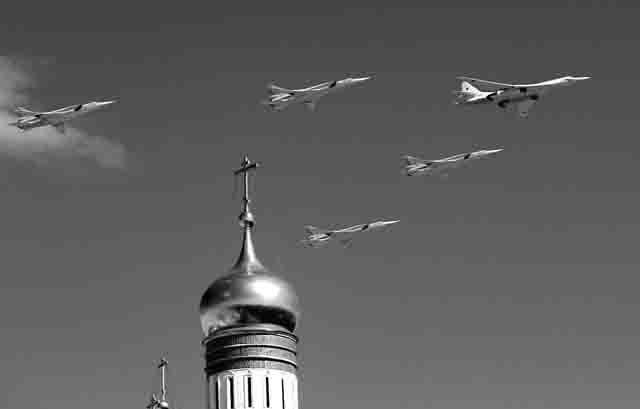 """tu-160-belyj-lebed-strategicheskij-bombardirovshhik-vks Являются ли российские Ту-160 """"музейными экспонатами""""? Люди, факты, мнения"""
