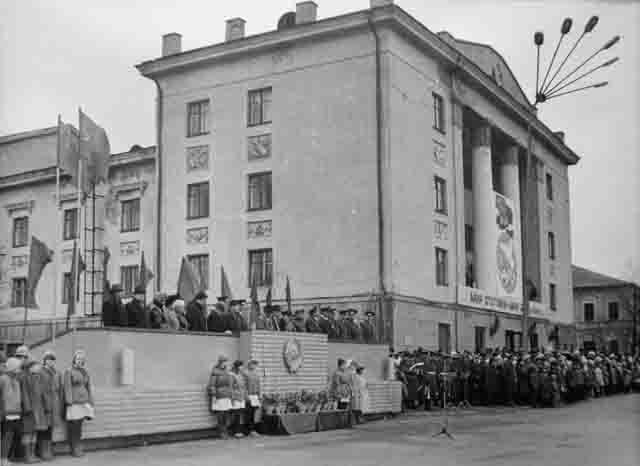 dk-lenina-votkinsk-2 Воткинск и Воткинский завод (Удмуртия) Посреди РУ Удмуртия