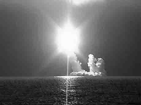 pervyj-pusk-rakety-bulava-iz-podvodnogo-polozhenija-21.12.2005-g. Ракеты морского базирования «Синева» и«Булава» Защита Отечества Удмуртия