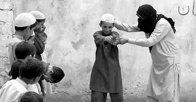 terrorist-uchit-detej-streljat План противодействия идеологии терроризма Антитеррор