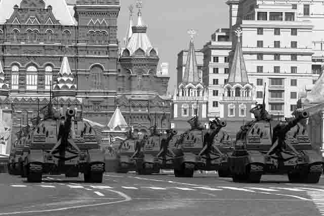 tanki-na-krasnoj-ploshhadi Глобальное изменение военной стратегии России Защита Отечества