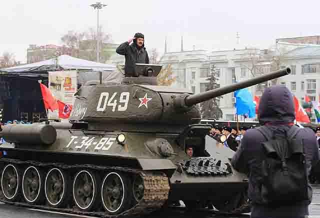 tank-t-34 Парад Памяти в Самаре, «запасной столице» СССР Защита Отечества Самарская область