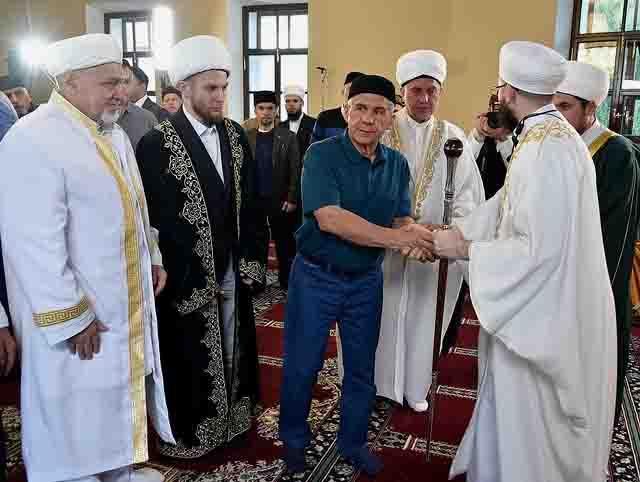 minnihanov-v-mecheti Исламский экстремизм в Татарстане Антитеррор Люди, факты, мнения