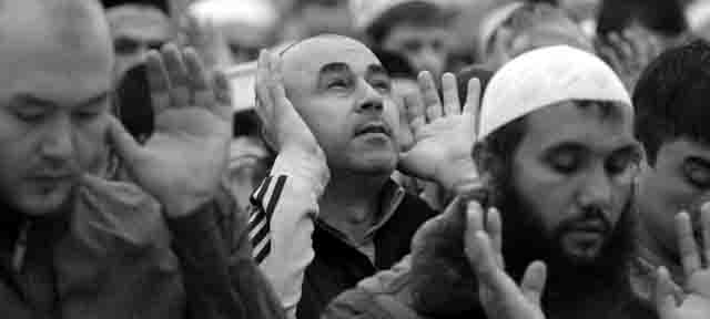 musulmane-molitva-2 Ислам на Урале (Уральский Федеральный округ) Блог Сергея Синенко Ислам в России Свердловская область Челябинская область
